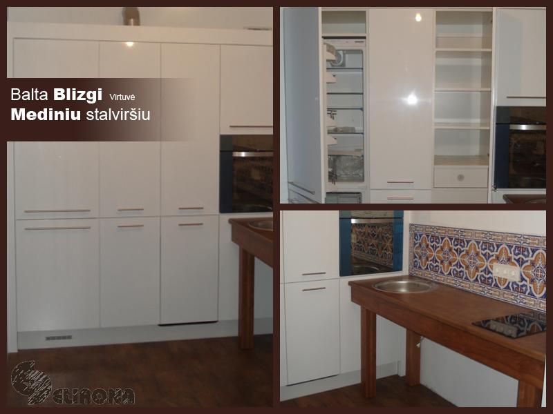 Balta virtuvė blizgiais paviršiais ir mediniu stalviršiu.